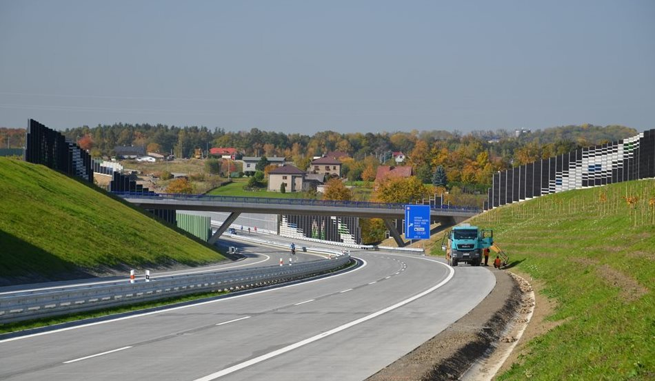 The Třinec bypass now begins to serve the drivers and will divert traffic from the city