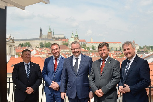 Transport ministers of the V4 countries, Austria and Slovenia met in Prague to discuss an improvemen