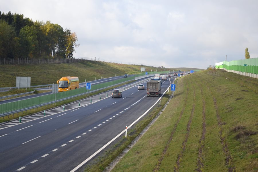 The bypass of Otrokovice and the motorway from Cheb to Karlovy Vary will be free of motorway charges